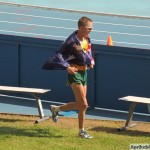 Джаред Таллент из Австралии (3-е место по спортивной ходьбе на 50 км) тоже пробежался с флагом
